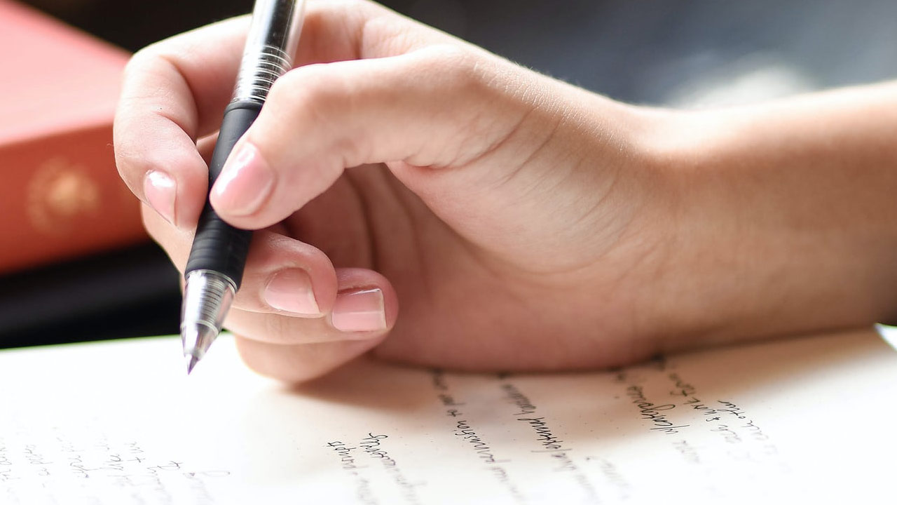 What Are the Best Topics for Feature Writing?